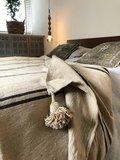 Marokkaans pompom deken 175x285 cm beige met zwarte strepen_