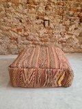 Vintage Boujaad poef 60x60x25cm, handgemaakt Marokkaanse Berber poef_