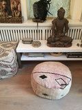 Boujaad poef zongebleekte roze/lila/zand kleuren - diameter ongeveer 60cm - 30 cm hoog_