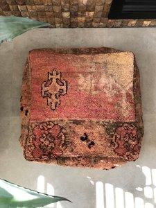 Vintage Boujaad poef 60x60x25cm, handgemaakt Marokkaanse Berber poef