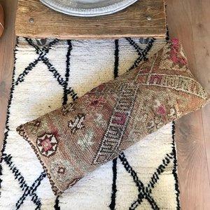 Berber Boujaad kussen met kelim achterkant 63x28m
