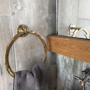Goudkleurige handdoek houder